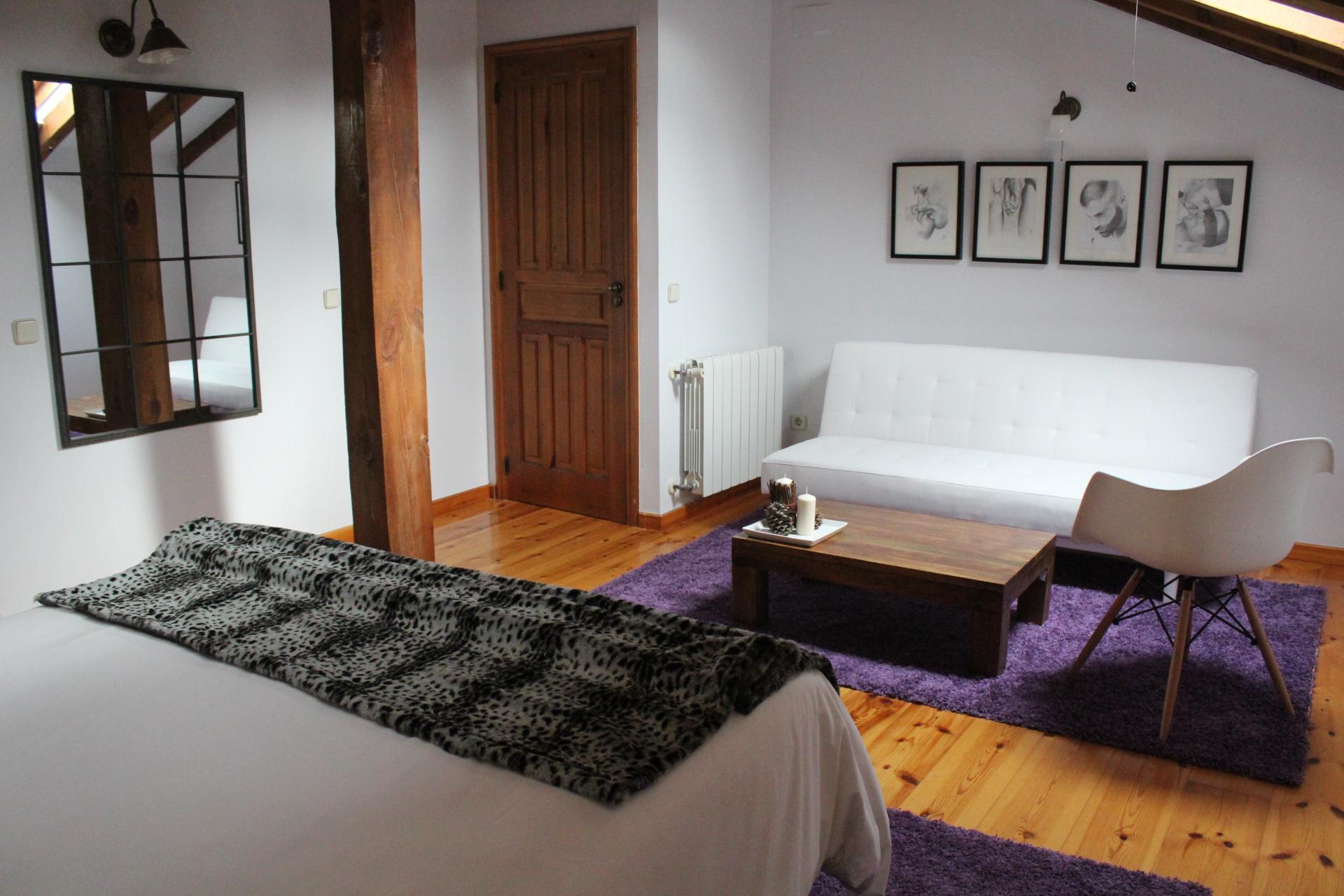 La casona de castilnovo nuevo hotel rural dirigido a un for Sala de estar de un hotel