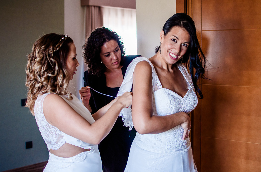 """¿Qué pasa si no nos sentimos identificados con el sentido tradicional de una boda? ¿Qué pasa si no hay novia? ¿Y si hay dos? La empresa de Carolina Cazorla """"Vámonos de Bodorrio"""" organiza tu auténtico sueño."""