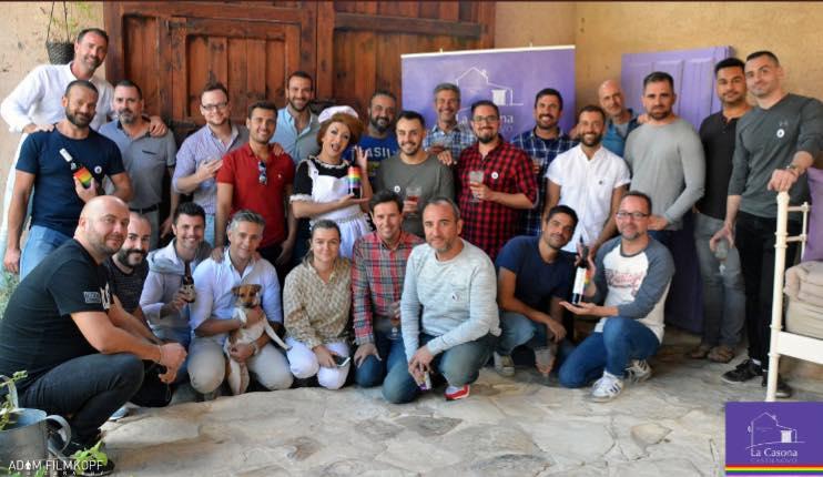 El pasado sábado 16 de septiembre de 2017, La Casona de Castilnovo, hotel rural dirigido al público gay, celebró un cóctel para festejar su 2º aniversario.