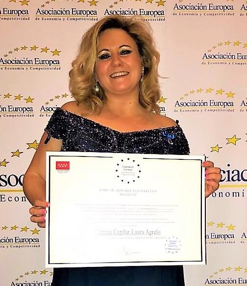 La empresaria gayfriendly Laura Agrelo recibe la Medalla de Oro al Mérito en el Trabajo