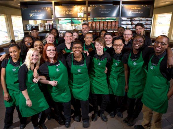 Starbucks ofrecerá atención médica integral a empleados transgénero